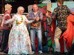 Foto z představení představení Jak se Vám líbí (na dně)