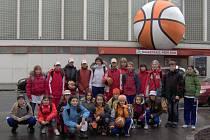 Společný snímek mladých kralupských basketbalistek na turnaji ve Vídni.