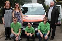 Společnost Kompakt věnovala v rámci projektu sociální automobil odbornému učilišti v Kanině už podruhé během šesti let vůz, který bude sloužit k přepravě žáků na odborný výcvik, exkurze i prezentační akce školy.