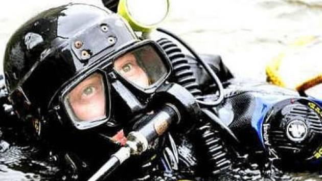PÁTRÁNÍ. Potápěči našli tělo až za šest a půl hodiny.