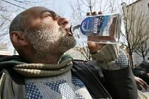 Regresní terapií lze řešit i problémy se závislostmi, například alkoholové závislosti.
