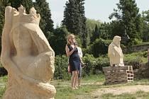 Ze sochařského sympozia v Liběchově, které se konalo na počest sochaře Václava Levého.