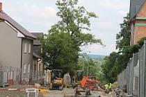 Z ulice Kapitána Jaroše se stalo staveniště.