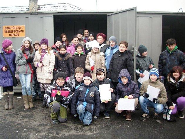 Žáci ze 6. B převzali starost o časopis od bývalých deváťáků, kteří loni v červnu Základní školu Jindřicha Matiegky opustili.