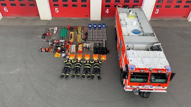 Mělničtí hasiči přijali celosvětovou výzvu.