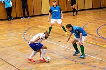 Do odvetných utkání se podařilo zrušit hostování Josefa Gabča (v bílém) a i díky němu se Olympik posunul výš.