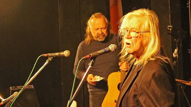 Skupina Rangers Band i její host Pepa Fousek přispěli k dobré náladě. I tentokrát Kralupany potěšil vyprávěním, básněmi a rozvernými písničkami.