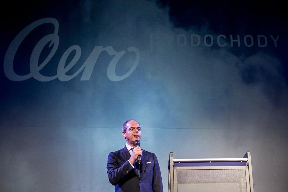 Nový letoun L-159 představila společnost Aero Vodochody 31. března ve svém areálu v Odoleně Vodě u Prahy. Na snímku prezident Aera Vodochody Giuseppe Giordo.