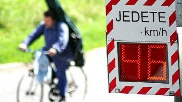 V Mělníku měřiče odhalily, že auta jezdí městem několikanásobně rychleji.