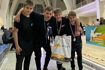 Bratři Vít a Josef Vyhlasovi ze Sedlece u Mšena s medailemi po úspěšném vystoupení na premiérovém mistrovství republiky v parkouru.