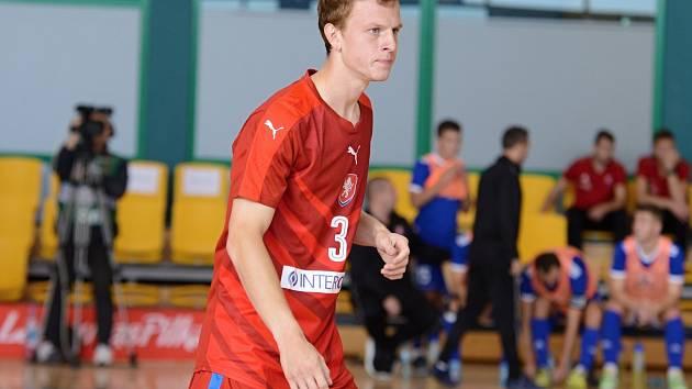 Kapitán Olympiku Mělník Jiří Vokoun ve svém prvním utkání za seniorskou reprezentaci, k výhře nad Slovenskem přispěl hned dvěma góly.