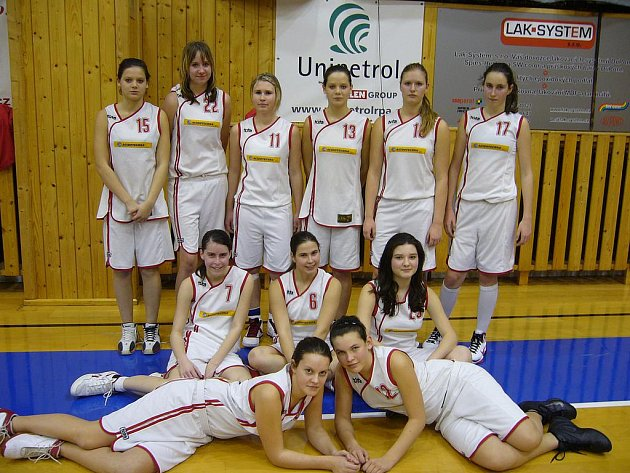 Ligové mladší dorostenky Kralup figurují po první polovině soutěže na sedmém místě.