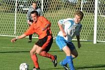 Z utkání 2. kola I. B třídy Řepín (v oranžovém) - Skalsko (3-0)
