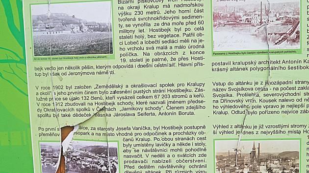 Naučná stezka na Hostibejku se stala terčem vandalů.