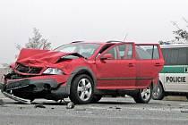Na dálničním nadjezdu u Nové Vsi se v neděli před polednem stala další dopravní nehoda.