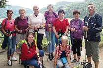 Celodenní výlet do Malé Skály si nenechalo ujít devět všetatských milovníků nordic walking.