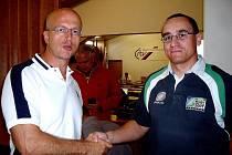 Pavlovi Hrubému z RK Kralupy gratuloval k přijetí do České rugbyové unie její předseda Pavel Telička. Oba ragbisté se znají ze svého působení v akademickém týmu Iuridica Praha, kdže společně hráli.