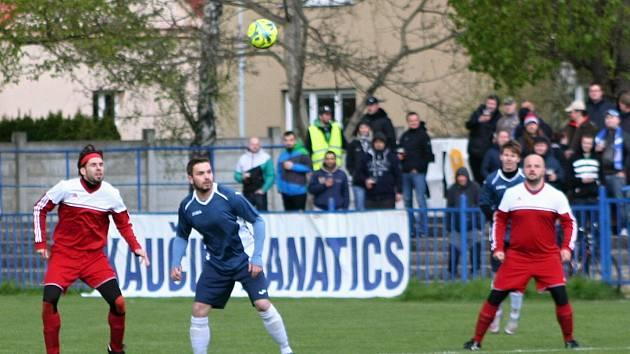Derby mezi Čechií Kralupy a Kralupy 1901 patřilo k nejatraktivnějším zápasům III. třídy.