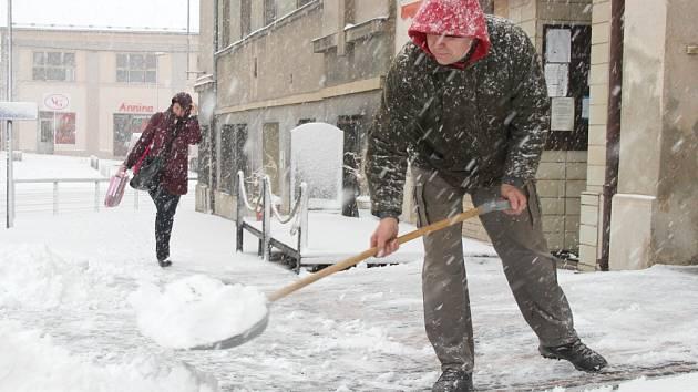 Sněhu si v úterý nejvíce užili lidé na Mšensku. Tam bílá nadílka vydržela během téměř celého dne.