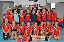 Mělnický oddíl vyslal do domácího turnaje volejbalových žákyň o Štítek města Mělník hned dva týmy, obsadily čtvrté a osmé místo.