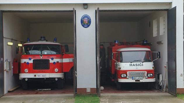 Kelští hasiči mají trambus a avii