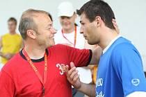 Hlavický trenér Jaroslav Vodička si měl s ovčárským Martinem Viskupem co říct. Oba byli u toho, když Sokol vybojoval historický postup do divize.