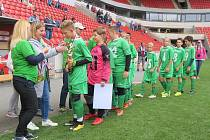 KDO PŘEVEZME ŠTAFETU? Z prvenství v pátém ročníku Kába cupu se v pražském Edenu radovalo družstvo Luštěnic, které tentokrát ve finále chybí.