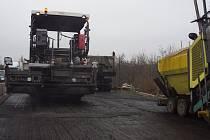 Oprava silnice mezi Vysokou Libní a Mělnickým Vtelnem.