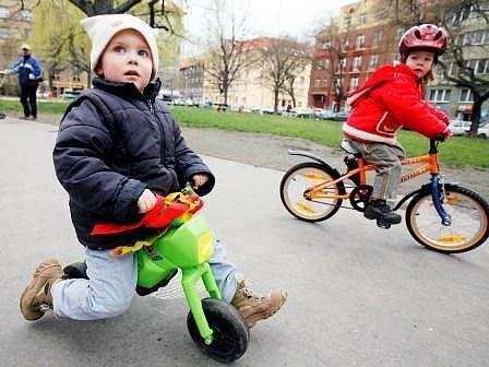 Cyklisté mají město protkané stezkami rádi. Těší se, až projedou na kolech  podél řeky až do Prahy.