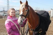 Tereza Brůžová s koněm Dirigentem.