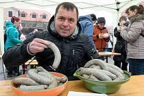 Maxijedlík Jaroslav Němec opět slavil prvenství v pojídání dobrého jídla. Během tří minut spořádat přes kilo jitrnic