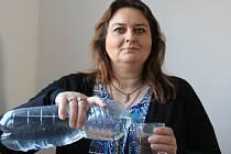 Starostka Medonos Jana Vlková pokračuje v boji o pitnou vodu.