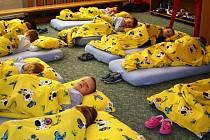 V mělnickém Zvonečku děti spát nemusí, měly by ale umět odpočívat.