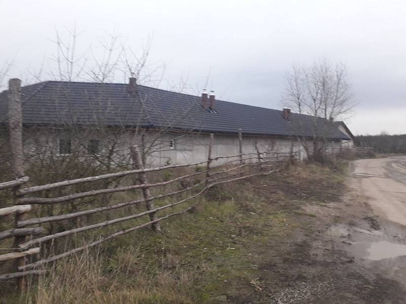 Dům ve Vojkovicích, kde policisté zadrželi podezřelého z vraždy čerpadlářky na pumpě v Nelahozevsi