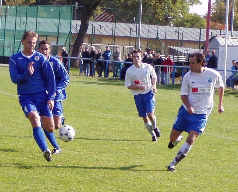 Z utkání 9. kola krajského přeboru Libiš - Benátky.