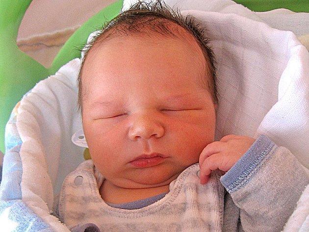 Marek Tůma se rodičům Barboře a Milošovi z Tišic narodil 1. prosince 2010, vážil 4,40 kg a měřil 55 cm. Na brášku se těší 8letá Kateřina a 6letý Aleš.