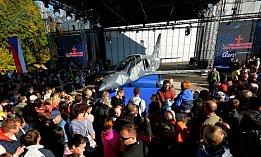 Obrovský zájem byl o komentované prohlídky jednotlivých výrobních hal, ve kterých se již velmi brzy započne se sériovou výrobou letounů L-39 NG.