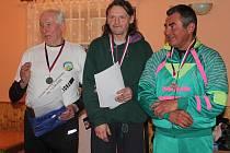 Ve vloženém závodu Stráneckého běhu v kategorii Muži D zaběhl Jiří Plecháček (nalevo) pěkné druhé místo. Časomíra v cíli v jeho případě ukazovala údaj 30.57.