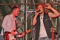 Revivalová kapela ZOO2, která hraje hity slavné irské kapely U2.