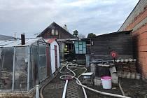 Požár rodinného domu v Chvatěrubech způsobil škodu za milion korun.