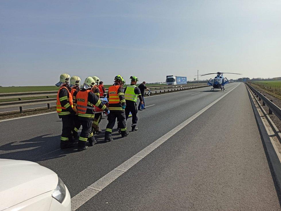 Nehoda na dálnici D8 mezi úrovní Klíčan a Zdib na Praze-východ.