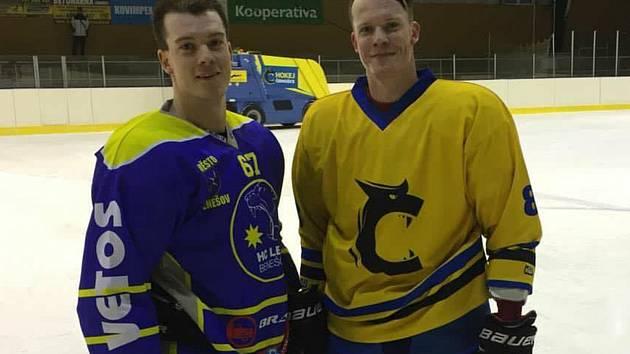 Bratři Formánkové nastupují v aktuální sezoně každý v jiném mužstvu, mladší David (vlevo) za Benešov, starší Roman září v Černošicích.