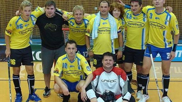 Florbalisté FBC Kralupy na pohárovém turnaji v Chebu
