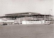 Stavba zimního stadionu v Kralupech.