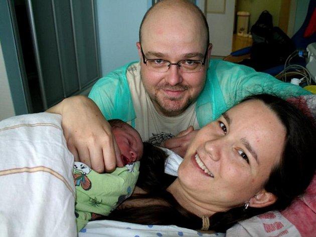 Plaváček Sárinka Břízová s rodiči Janou a Michalem.