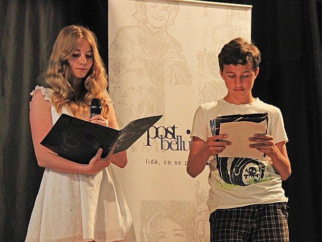 Žákovské týmy představily příběhy tří pamětníků.