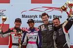TOMÁŠOVÉ Pekař (druhý zprava) a Enge (vlevo) si proti sobě společně s Richardem Meixnerem, respektive šestnáctiletou Yasmeen Kolocovou zazávodili na Masarykově okruhu v hodinovém vytrvalostním závodě. Vítězně vyšla dvojice mělnického Carpek Racingu.