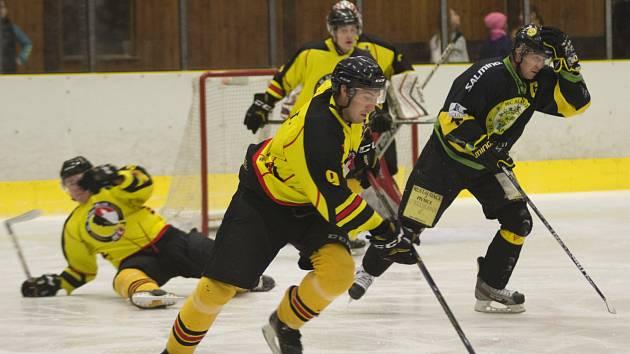 Hokejisté Junioru Mělník ve 4. kole krajské ligy porazili Velké Popovice 5:3.