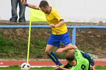 Divize: Neratovice (ve žlutém) - Velvary (0:3).