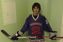 Teprve čtrnáctiletý Filip Šmolik si odbyl v dresu týmu Necrocock mistrovskou premiéru v II. AHL, kterou okořenil gólem do sítě Vošurků.